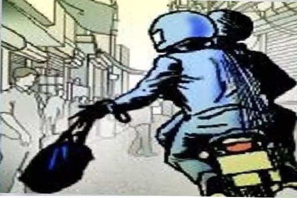 Read more about the article पंजाब में नहीं थम रहा लूट का सिलसिला, हथियारों की नोक पर बाइक सवार को लूटा- उड़ाए लैपटाप, मोबाइल और डेढ़ लाख रुपए