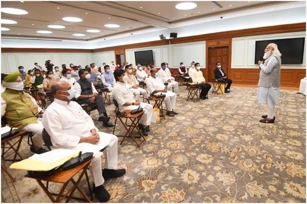 You are currently viewing केंद्रीय मंत्रिमंडल में फेरबदल से पहले सामने आई शपथ लेने वाले 43 मंत्रियों की सूची, पंजाब से इन्हें मिली जगह- देखें पूरी List
