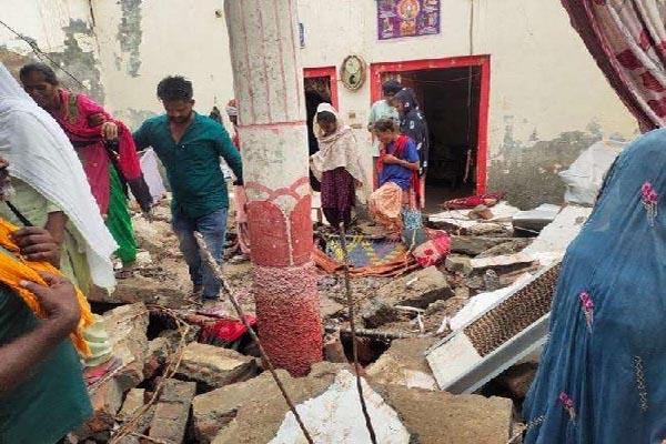 पंजाब में बारिश का कहर, मकान की छत गिरने से एक ही परिवार के 4 लोगों की दर्दनाक मौत