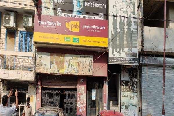 मोडल टाउन स्थित पंजाब नेशनल बैंक से दिनदहाड़े 9 लाख की लूट, बदमाशों ने महिला कर्मी से की मारपीट