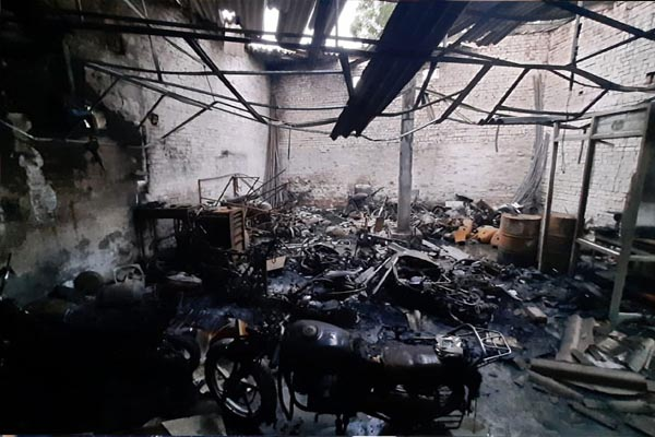 पंजाब में तड़के हीरो मोटरसाइकिल एजेंसी में लगी भयानक आग, दर्जनों मोटरसाइकिल जलकर राख