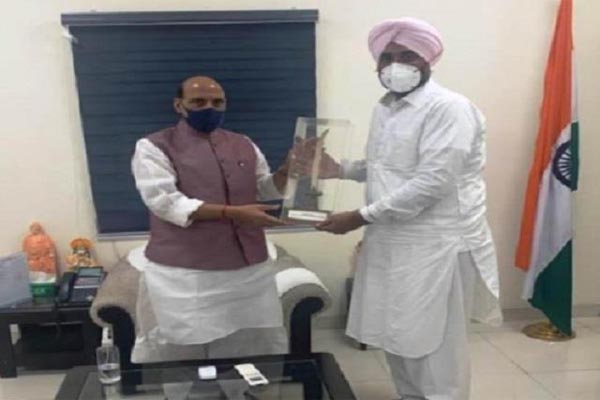 You are currently viewing मनप्रीत बादल ने की रक्षा मंत्री से मुलाकात, पंजाब के लिए की ये खास मांग