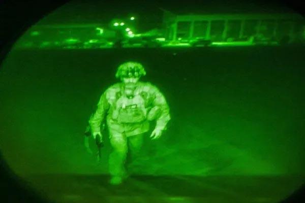 Read more about the article अमेरिका ने डेडलाइन से पहले छोड़ा अफगानिस्तान, 20 साल के अमेरिकी मिशन का अंत- जश्न में तालिबान की हवाई फायरिंग