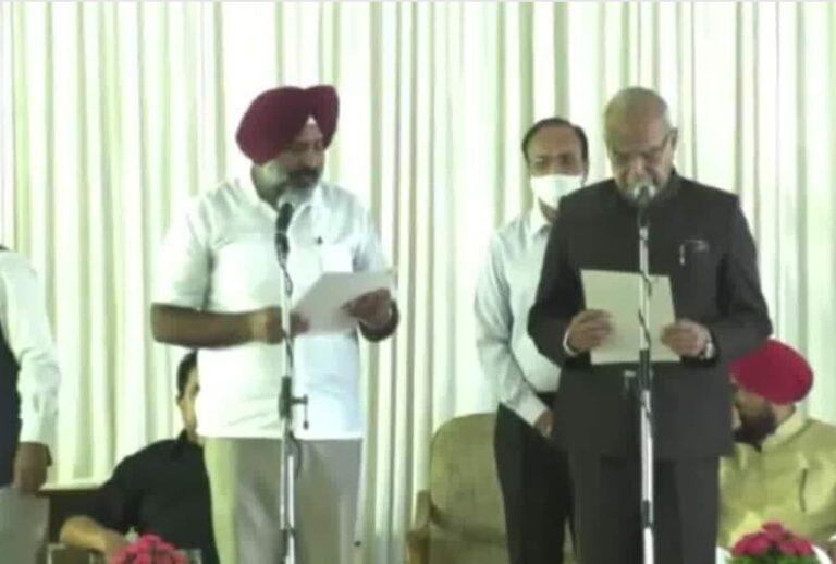 Read more about the article ये है मुख्यमंत्री चन्नी की नई टीम. जानिए इन 15 मंत्रियों के बारे में जिन्हें दिलाई गई शपथ