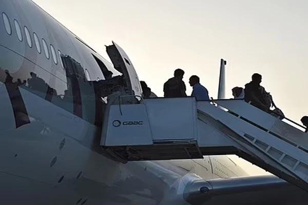 Read more about the article विमान में आम अफगानियों के साथ सवार होकर ब्रिटेन पहुंच गया तालिबानी, जानें कैसे खुली पोल