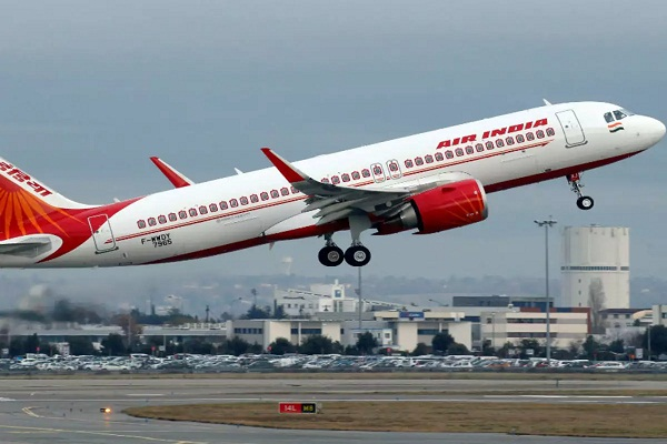 Read more about the article बाल बाल बचे 179 यात्री, रायपुर से दिल्ली जाने वाले विमान से टकराया पक्षी, केंद्रीय मंत्री भी थीं सवार