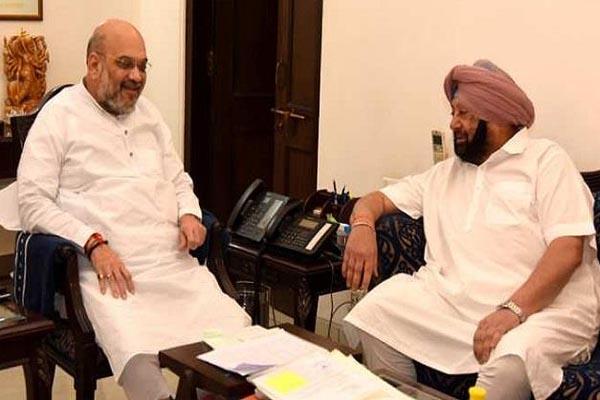 Read more about the article कैप्टन और अमित शाह की 50 मिनट चली बैठक, अमरिंदर सिंह ने मीडिया से बनाई दूरी- पीछे के गेट से निकले बाहर