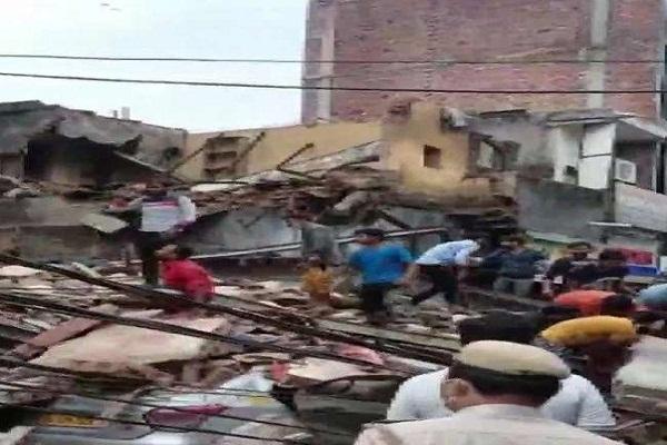 Read more about the article दिल्ली: मलकागंज सब्जी मंडी इलाके में चार मंजिला इमारत गिरी, तीन की मौत, कई लोग मलबे में दबे