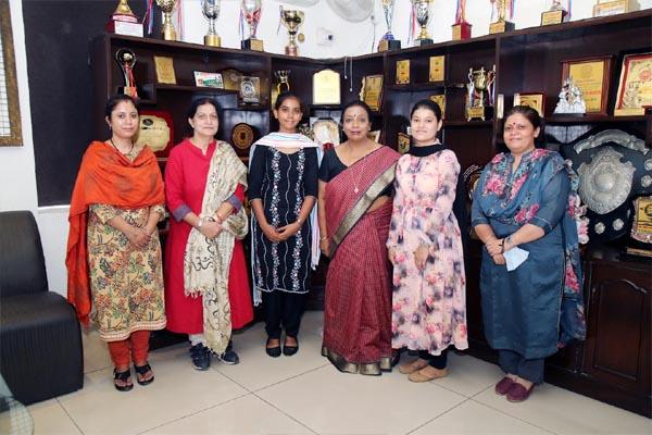 Read more about the article HMV की छात्राओं ने बीए पालिटिकल साइंस ऑनर्स में पाई पोजीशन