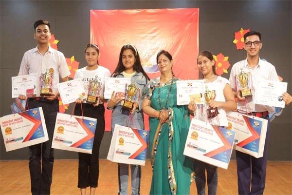 Read more about the article बौरी मेमोरियल ट्रस्ट द्वारा दिशा-एक अभियान के अंतर्गत आयोजित प्रतियोगिताओं के विजेता पुरस्कृत