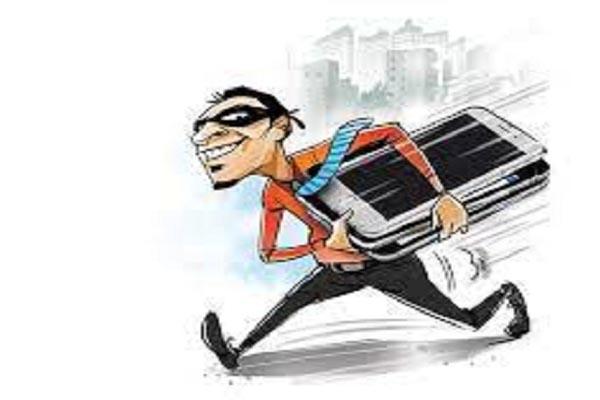 Read more about the article लुधियाना में चोर गिरोह के 3 सदस्य काबू, 22 मोबाइल फोन बरामद- चोरी की कई वारदातों को दे चुके हैं अंजाम