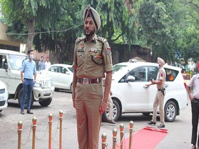 Read more about the article कई बड़े आपराधिक केसों की गुत्थी सुलझाने वाले काबिल व जांबाज पुलिस अधिकारी स. गुरप्रीत सिंह भुल्लर ने संभाला पुलिस कमिश्नर लुधियाना का कार्यभार