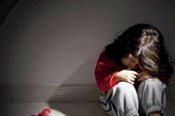 Read more about the article दोेस्त के कहने पर घर से भागी नाबालिग बच्ची से 13 लोगोंं ने किया दुष्कर्म, जिससे भी मदद मांगी उसने बनाया हवस का शिकार