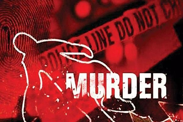 Read more about the article रिटायर्ड सब इंस्पेक्टर ने फर्श पर सिर पटक-पटक की पत्नी की हत्या, खून से लथपथ शव के पास 2 घंटे बैठा रहा