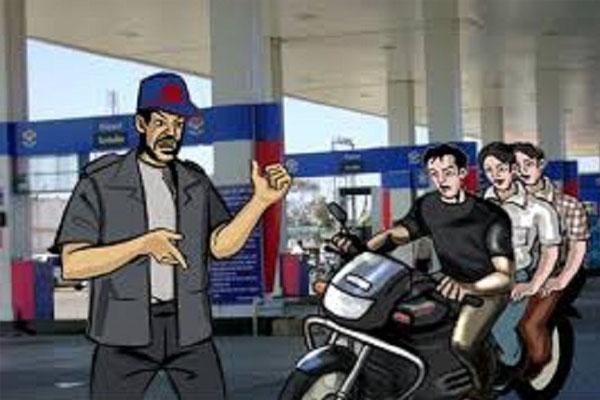 Read more about the article टांडा रोड पर स्थित दूसरे पेट्रोल पंप पर पैसे देने जा रहा था कर्मचारी, टक्कर मारकर 1.89 लाख रुपए ले उड़े लुटेरे