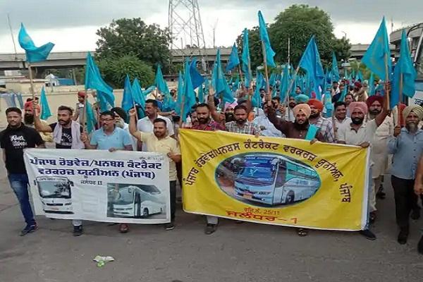 Read more about the article Punjab Roadways strike: कांट्रेक्ट मुलाजिमों ने घेरा विधायक परगट सिंह का आवास, अब हाईवे जाम करने की तैयारी