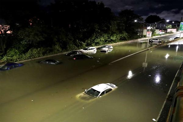 Read more about the article भारी बारिश से मची तबाही, पानी में डूबे वाहन; 41 लोगों की मौत- देखें तबाही का मंजर दर्शाती ये तस्वीरें