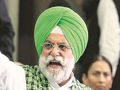 Read more about the article पंजाब कांग्रेस में फिर घमासानः दोआबा के 6 कांग्रेसी विधायकों व पूर्व कांग्रेस अध्यक्ष ने राणा गुरजीत के खिलाफ खोला मोर्चा, सिद्धू को चिट्ठी लिख कहा – दागी और भ्रष्ट राणा गुरजीत सिंह की जगह किसी दलित नेता को बनाया जाए मंत्री