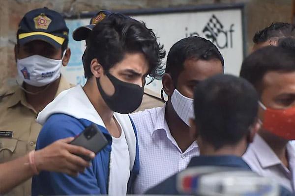 Read more about the article क्रूज ड्रग्स केस में शाहरुख के बेटे को फिर झटका, इस तारीख तक टल गया बेल पर फैसला
