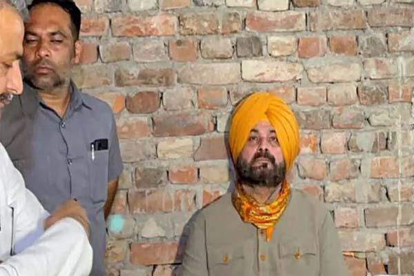 Read more about the article लखीमपुर कांड: नवजोत सिंह सिद्धू ने खत्म की भूख हड़ताल, आशीष मिश्रा से पूछताछ के बाद लिया फैसला