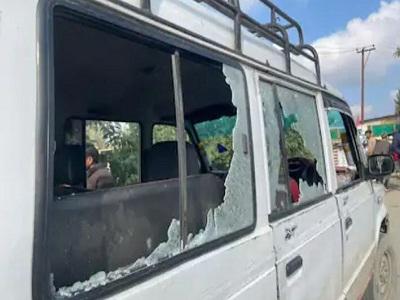 Read more about the article जम्मू-कश्मीर : आतंकियों ने बांदीपोरा के टैक्सी स्टैंड पर फेंका ग्रेनेड, छह लोग घायल- कई गाड़ियों के शीशे टूटे