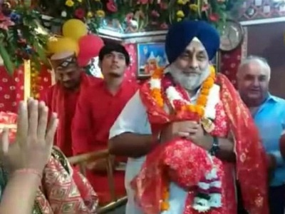 You are currently viewing बसपा रैली में शामिल होने जालंधर पहुंचे शिअद प्रधान, श्री देवी तालाब मंदिर में नतमस्तक हो बोले- पंजाब में जड़ से खत्म करेंगे गुंडाराज