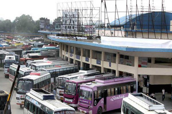 Read more about the article पंजाब के परिवहन विभाग की कार्रवाई, बिना टैक्स चल रही जुझार, न्यूदीप, नागपाल और राजबस सर्विस की 5 बसें जब्त