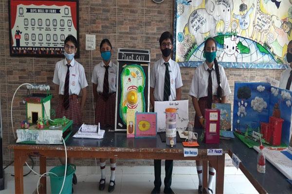Read more about the article बाल विज्ञानियों के लिए DIPS में लगाई गई साइंस प्रदर्शनी