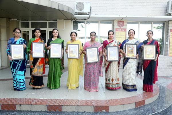 Read more about the article प्रो. डॉ. अजय सरीन को प्रधानाचार्य उत्कृष्टता पुरस्कार से किया गया सम्मानित