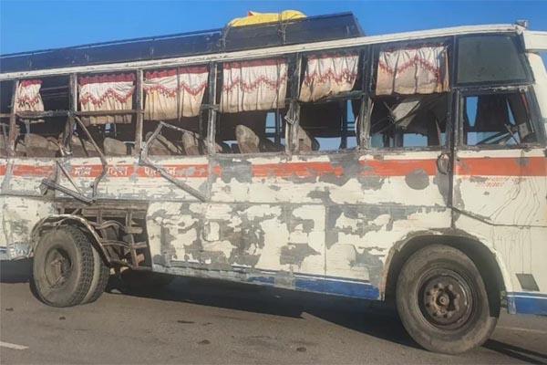 Read more about the article नेशनल हाईवे पर यात्री बस और डंपर में भीषण टक्कर, 7 लोगों की दर्दनाक मौत- 13 घायल