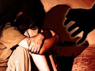 Read more about the article कलयुगी पिता ने नाबालिग बेटी को ही बनाया हवस का शिकार, नशीला पदार्थ देकर करता रहा गंदा काम