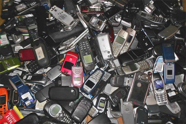 Read more about the article क्या आप जानते हैं सोने-चांदी का खजाना है आपका मोबाइल फोन…