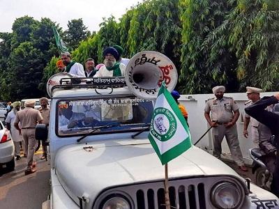 Read more about the article धान की खरीद में देरी पर फूटा किसान संगठनों का गुस्सा, कैबिनेट मंत्री परगट सिंह के घर का किया घेराव, सर्किट हाउस के बाहर भी की नारेबाजी