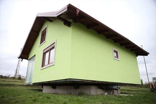 Read more about the article पत्नी की शिकायतों से तंग पति ने बना दिया 360 डिग्री घूमने वाला घर, VIDEO देख फटी रह जाएंगी आंखें