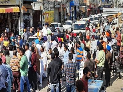 Read more about the article जालंधर पहुंचे शिअद प्रधान सुखबीर बादल, फगवाड़ा गेट में निकाली रैली, लोगों की समस्याएं सुनीं